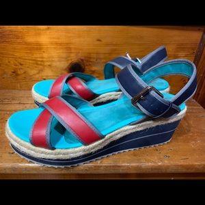 Like-new Skechers sandal wedges, size US11!